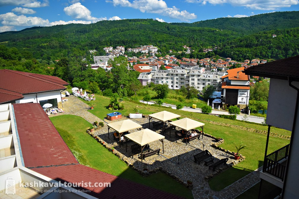 Eat and stay in peaceful comfort at Hotel Kalina Palace