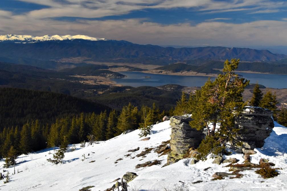 Stunning Rhodope panoramas: a snowshoeing tour to Batashki Snezhnik