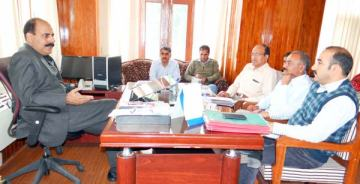 Vice-Chairman-SDA,-Mr-Mohammad-Shafi-Rather-at-a-meeting-with-HUDCO-officials-on-Tuesday