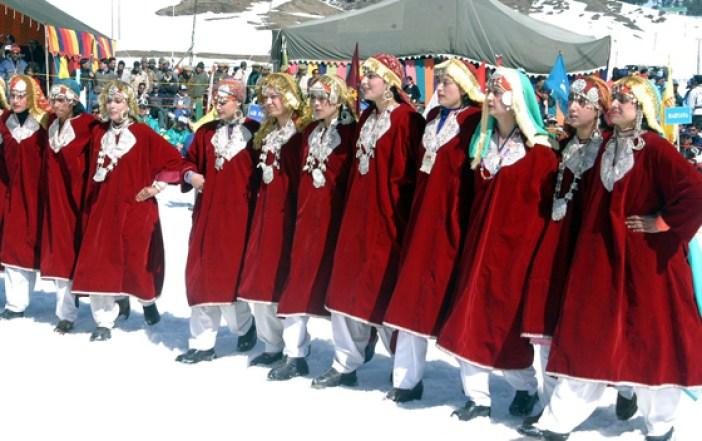 Ladies-with-Pehran-dancing