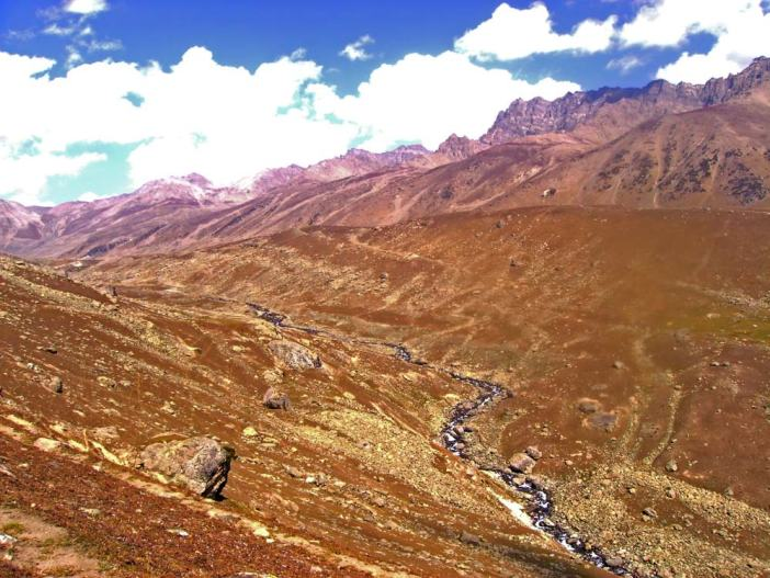 Another trek (25 kilometres long) leads to the lake site from Sonamarg via the Vishansar Lake crossing three mountain passes Nichnai pass, Gadsar pass and Zajibal pass of an average elevation of 4100 meteres.