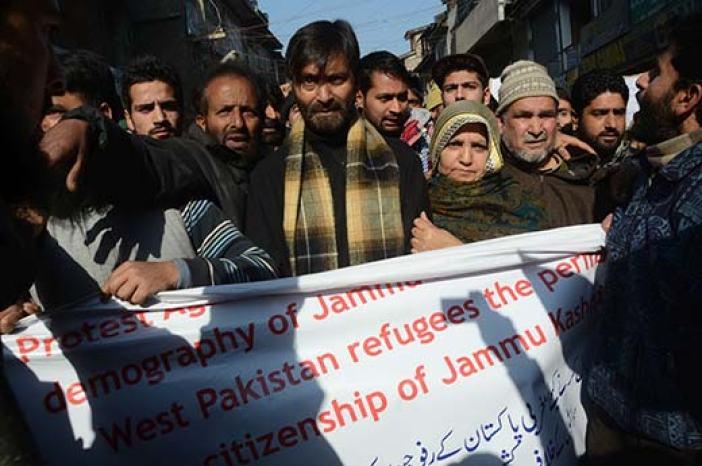 Yasin Malik alongwith Parveen Ahanger leading a protest against settlement of WP refugees. Pic: Bilal Bahadur