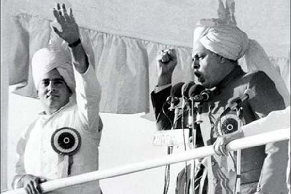 Rajiv-Gandhi-and-Dr-Farooq-Abdullah-Accord