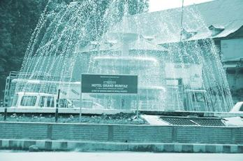 Fountain-maintained-by-Hotel-Grand-Mumtaz