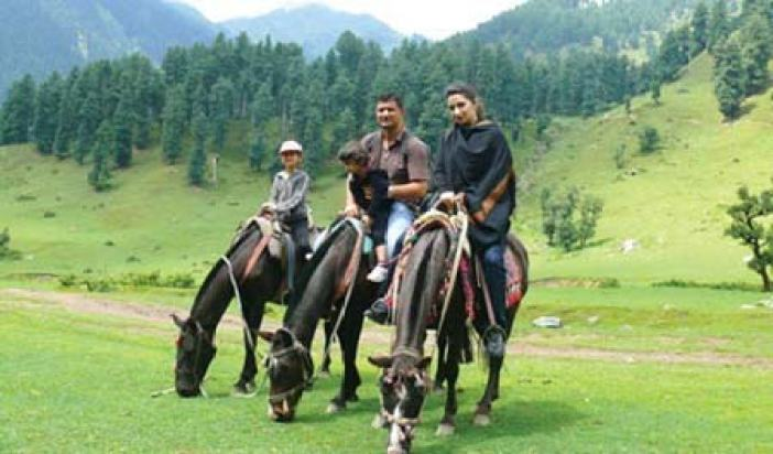 Saba Qizilbash and Srinagar's Syed Mujtaba Hussain met offshore and married. This photo is taken in Pahalgam with their two daughters.