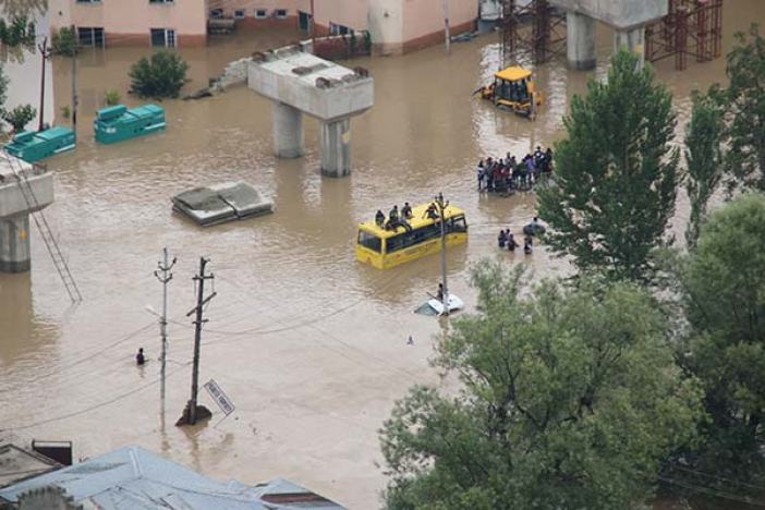 People-during-flood-2014