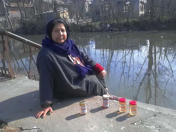 Honey-Lady-Srinagar-Kashmir