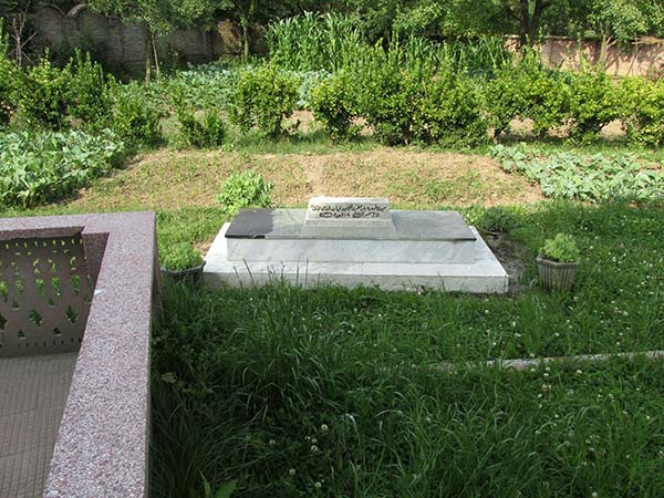 Grave of Pir's mother