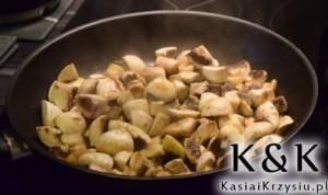 przygotowanie szpecli z grzybami i kapustą