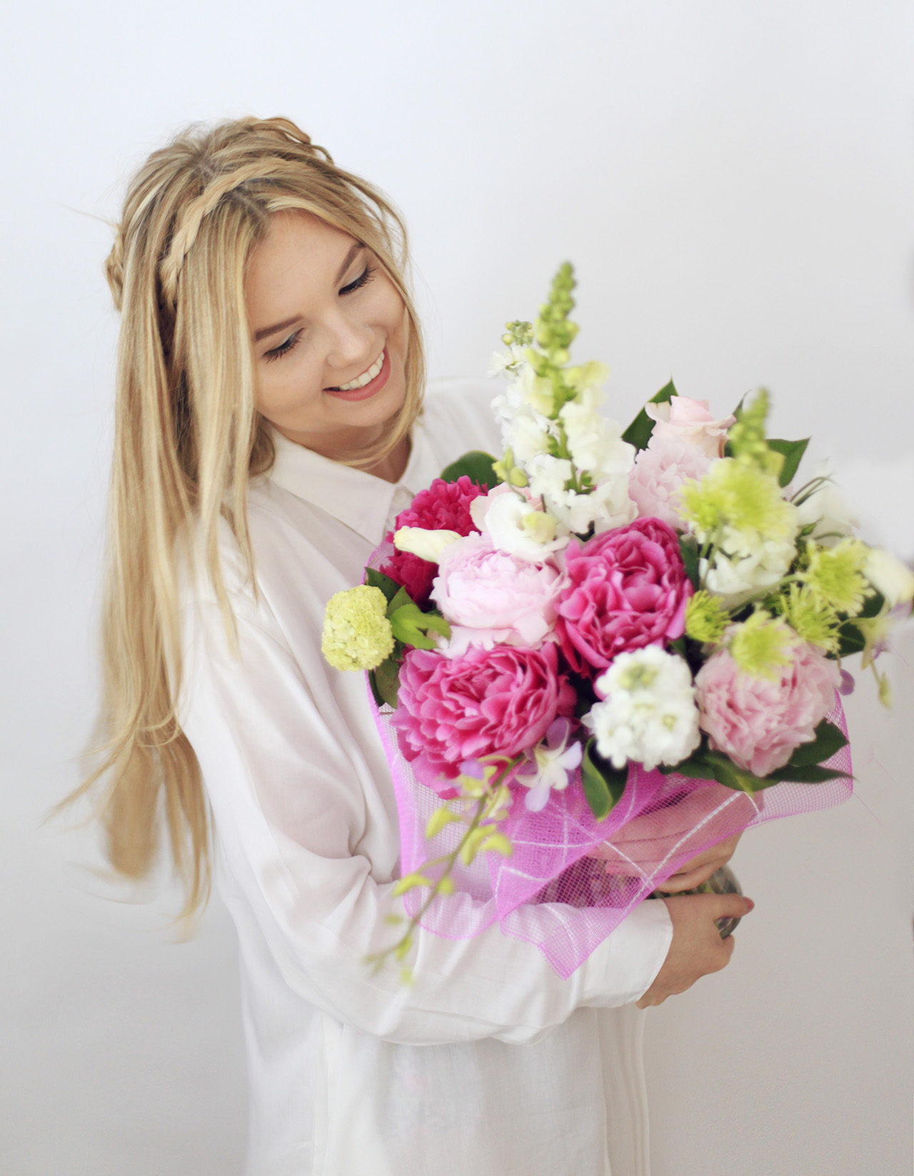 pretty-flowers-photoshoot-girl-happy-love
