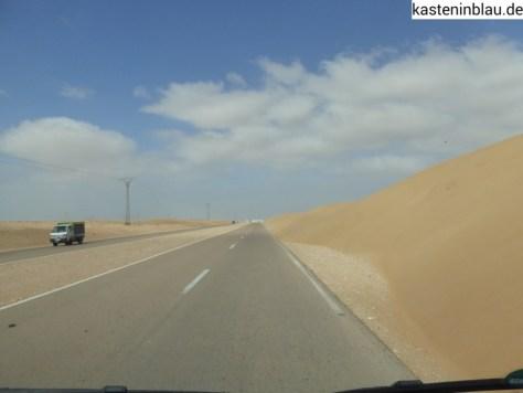 Sand am Straßenrand