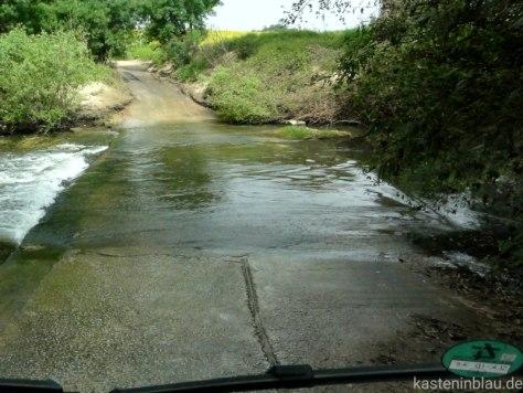kasteninbalu: ohne Allrad durch den Fluss