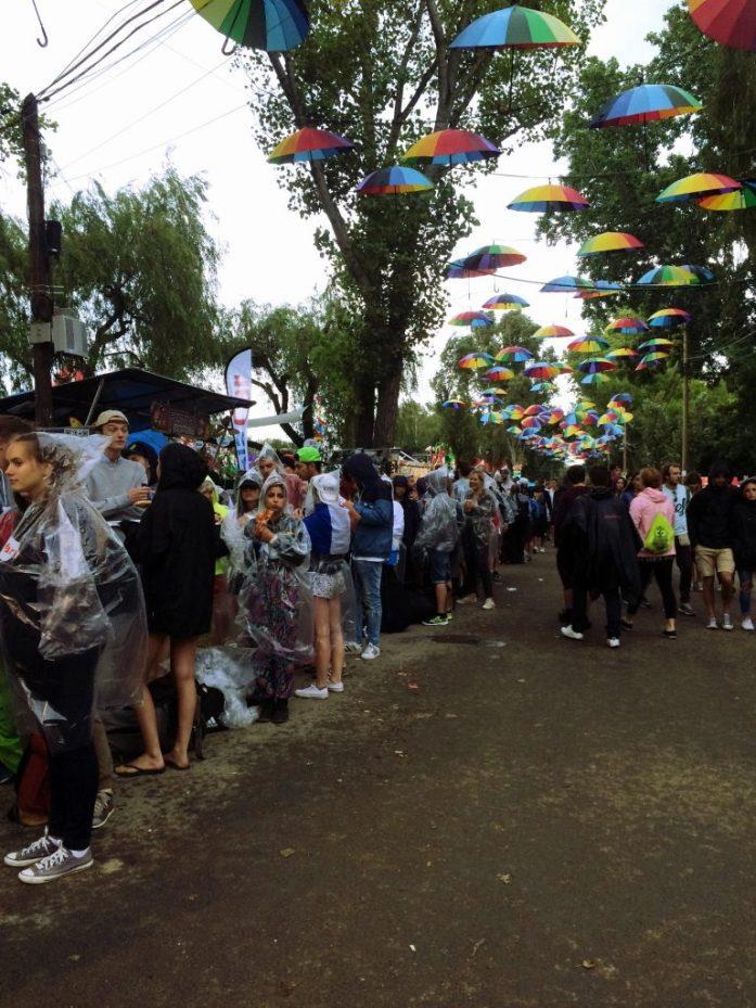 sziget festival blog post diary queue umbrella decoration waiting