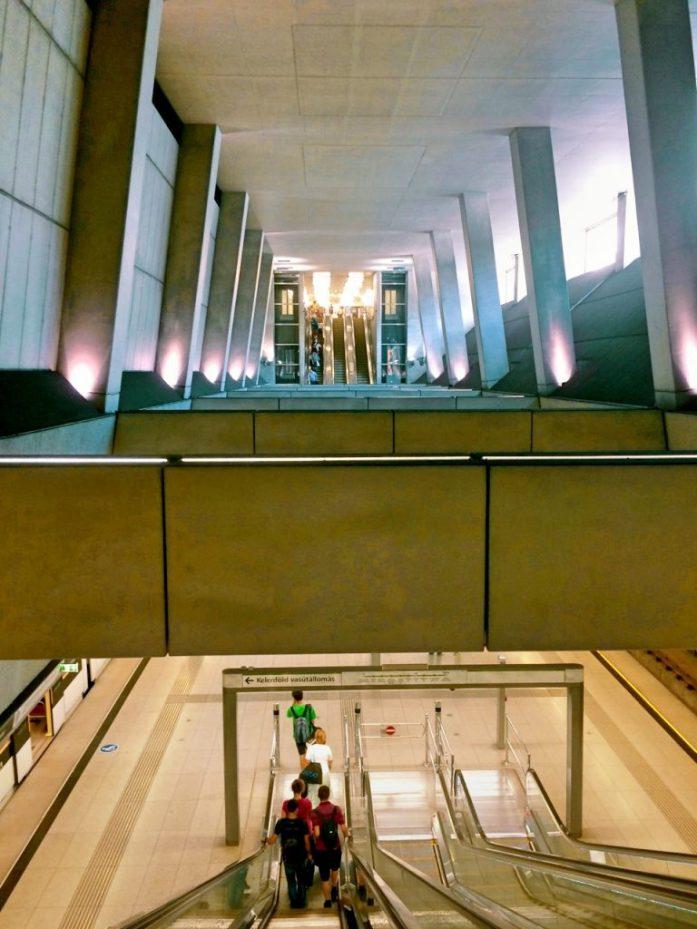 ride metro 4 budapest keleti palyaudvar public transport public space