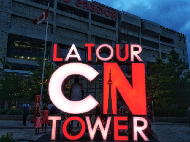 cn tower sign canada toronto ontario