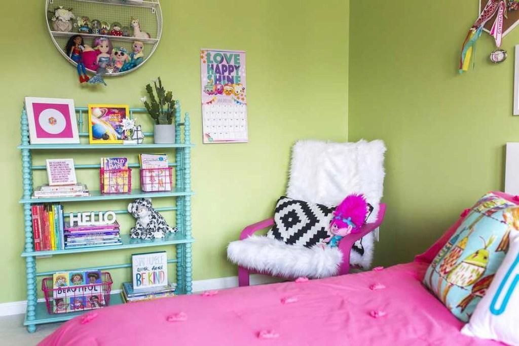 girls rainbow bedroom 10