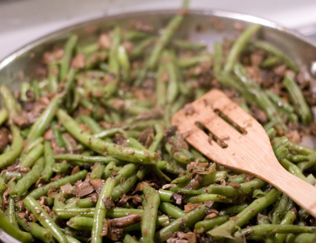 green beans added to mushies. also includes shallots and porcinis and lots of butter. thanksgiving: brought to you by butter.
