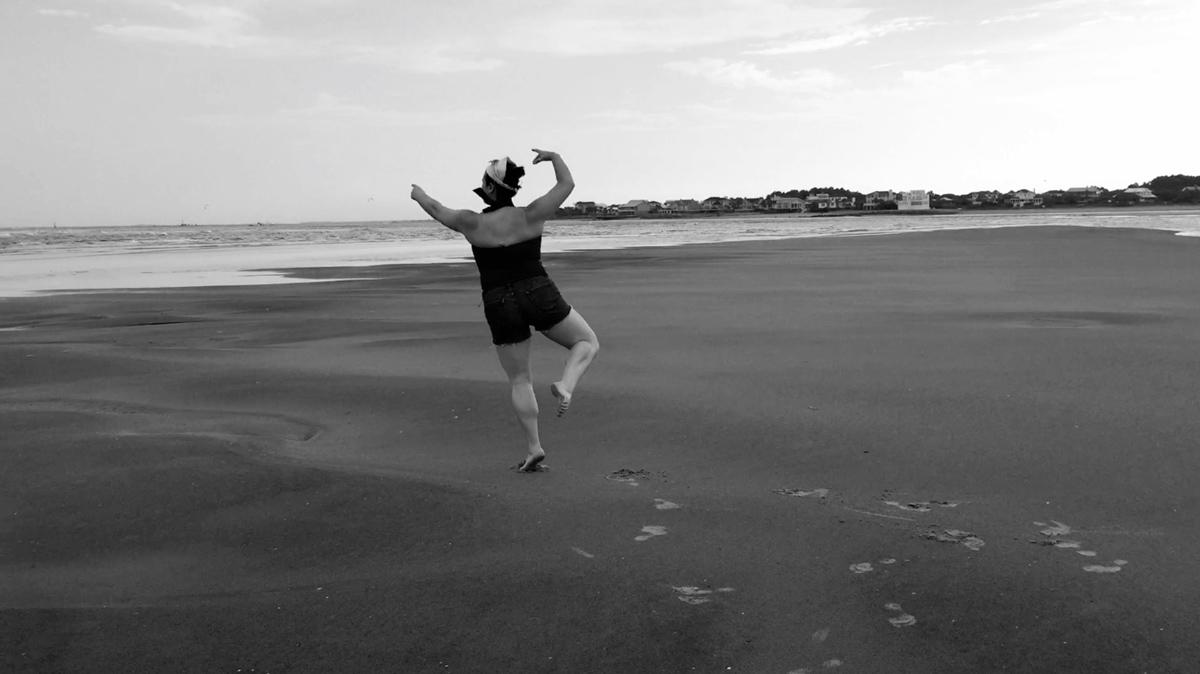 tina-dancing-on-the-beach-09