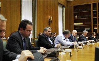 ΠΑΣΟΚ: Συνεχίζεται η αναταραχή μετά την απόφαση Παπανδρέου για παραμονή στην εξουσία