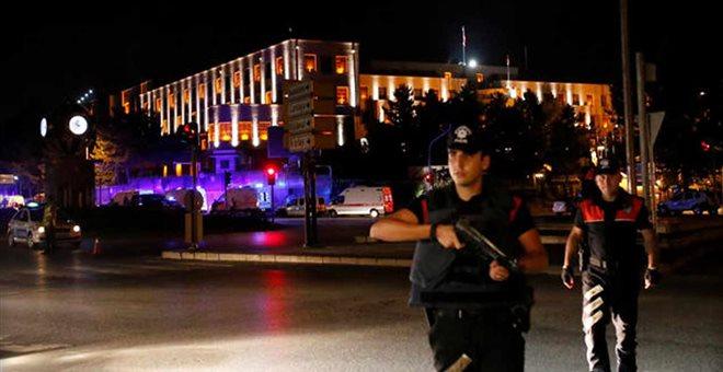 Τουρκία: 1563 συλλήψεις στρατιωτικών – Στους 90 οι νεκροί, 1.154 οι τραυματίες