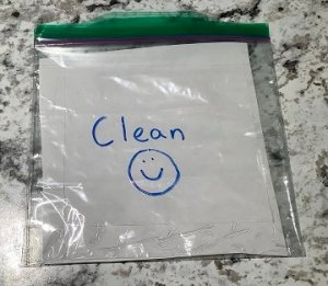 clean ziploc bag for masks