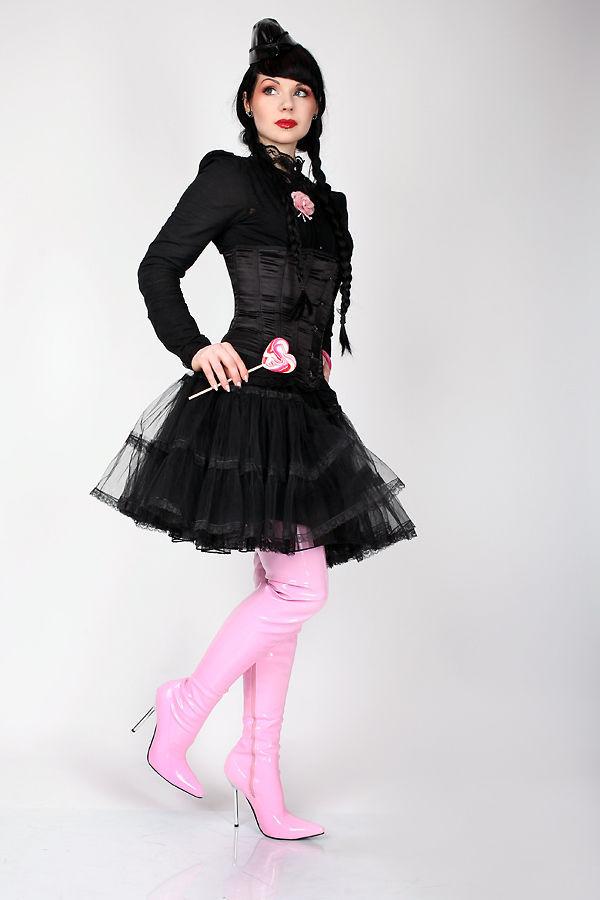Lack Overkneestiefel Pink mit elegantem Stahlabsatz von Kassiopeya