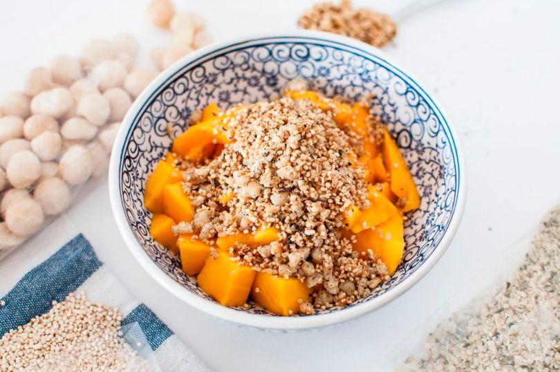 Macadamia-Quinoa-Hanf-Crumble