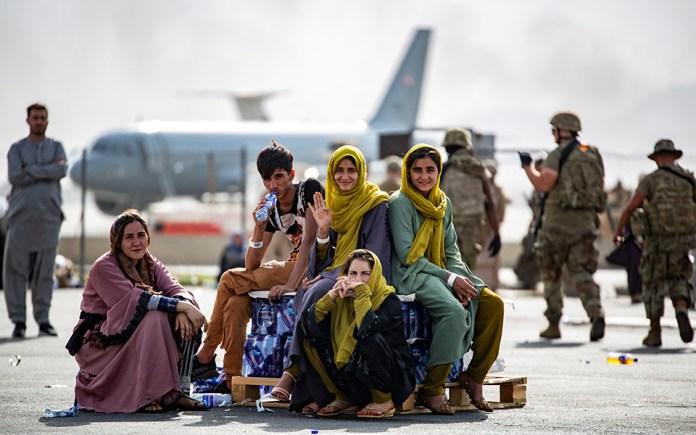 afganistan-poies-chores-tha-ypodechthoyn-toys-afganoys-prosfyges4