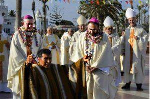 """""""Inka-Priester"""" ruft auf Bischof Contreras (rechts mit Bart)"""