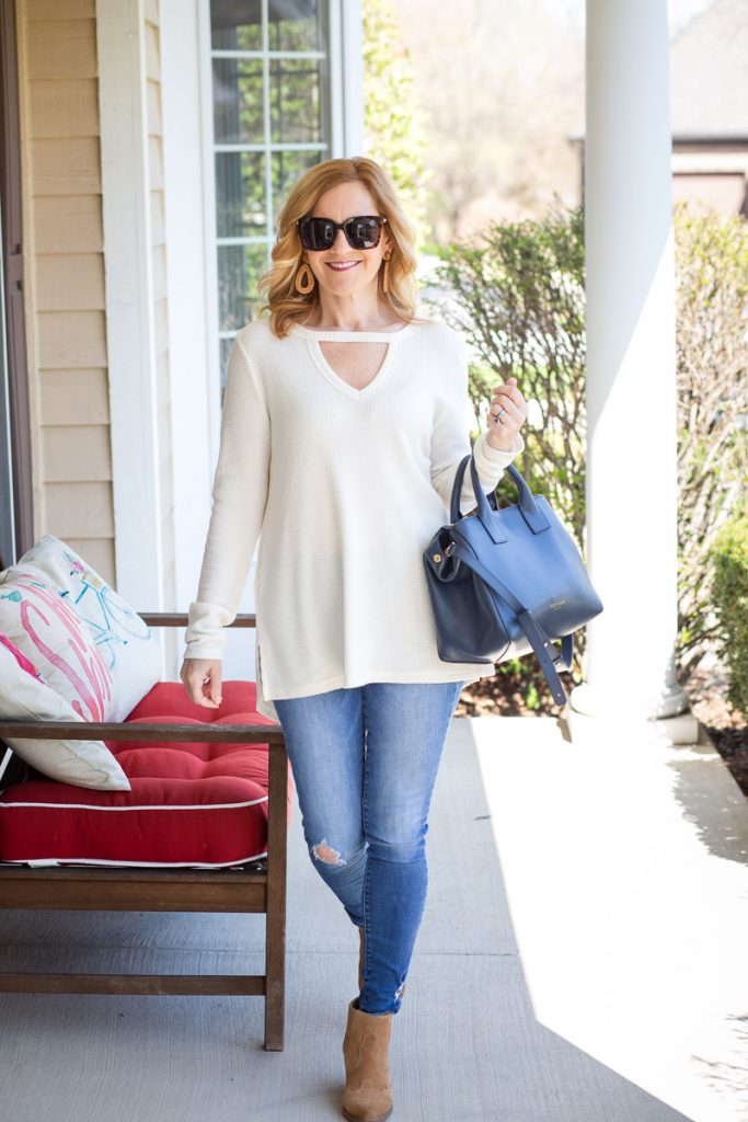 Styling a cozy tunic with skinny jeans.
