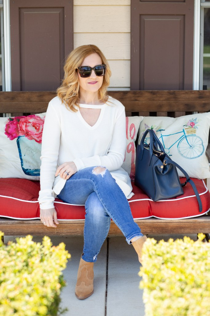 Styling a chic spring look featuring a tunic and skinny jeans.