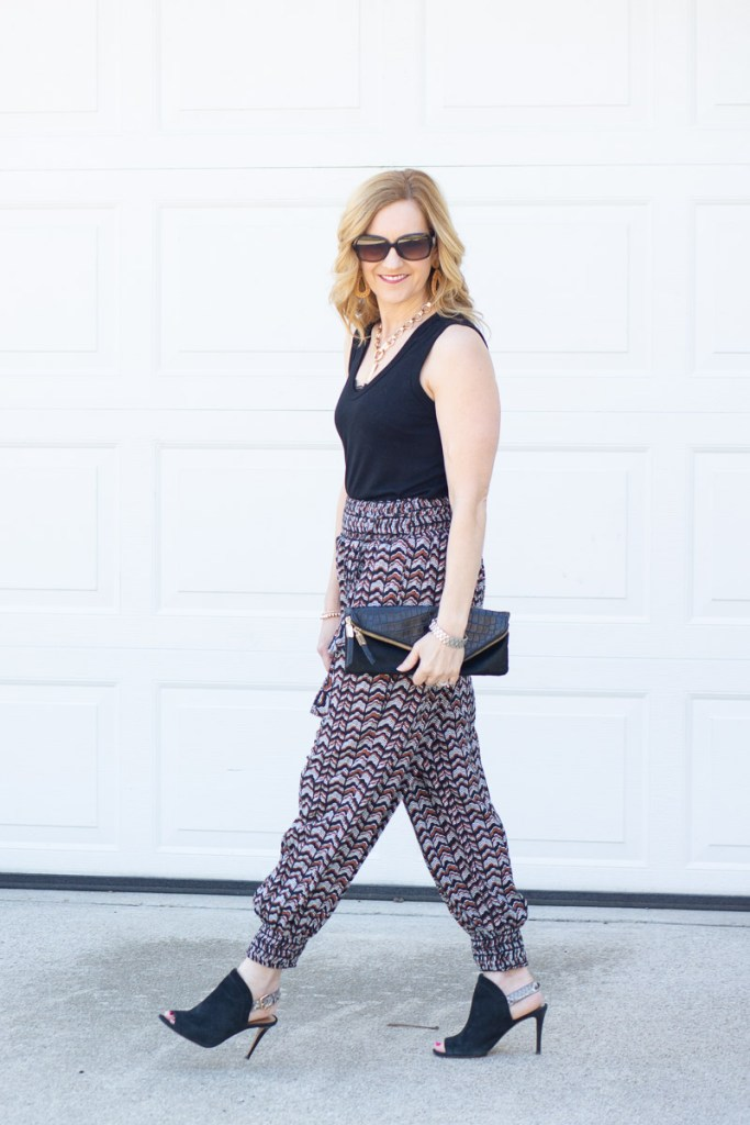 A relaxed summer look featuring printed joggers.