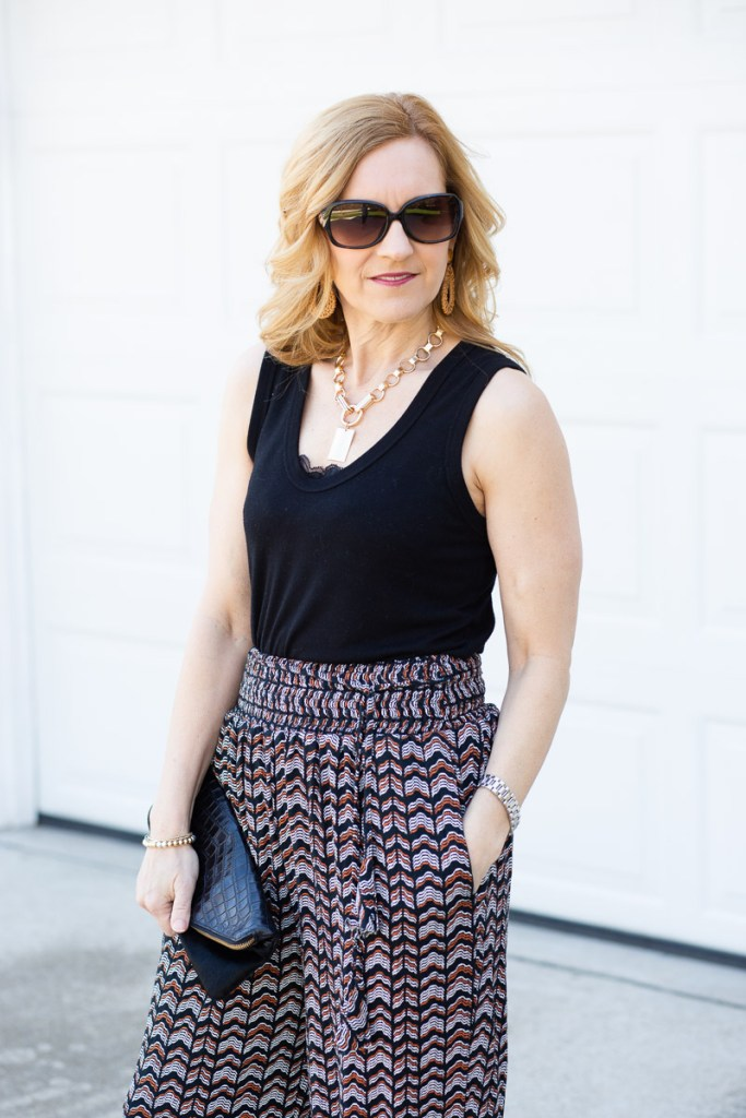 Styling a chic spring/summer look featuring printed joggers.