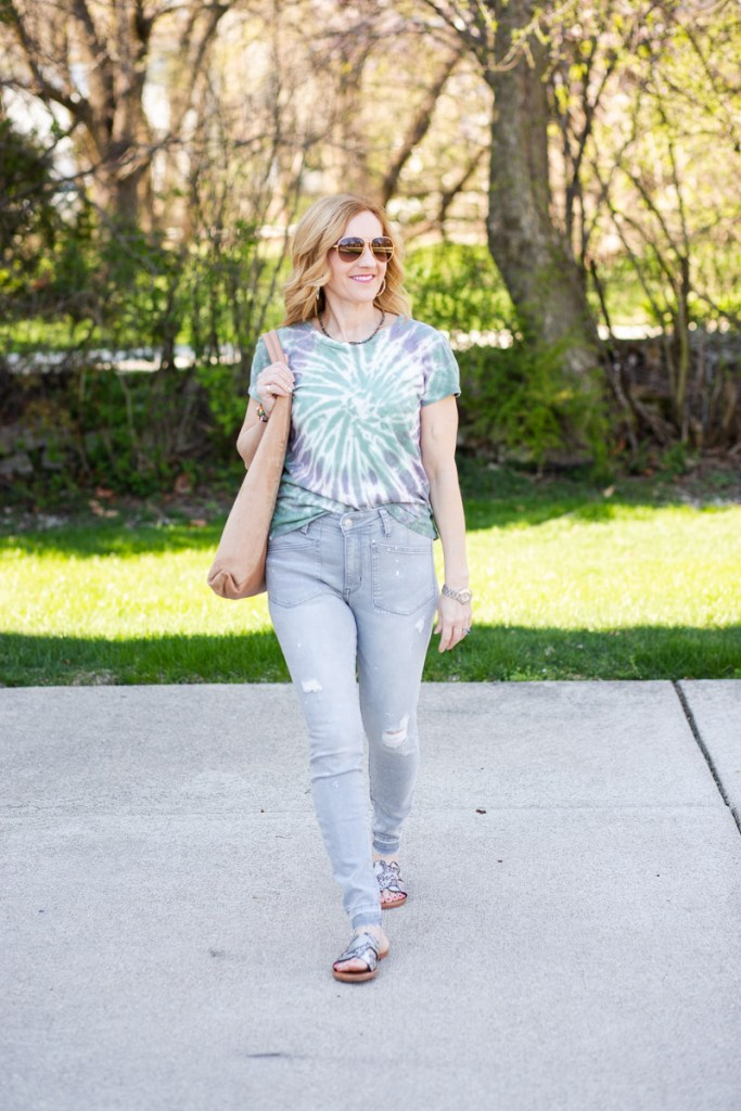 The perfect spring and summer jeans and tee look.