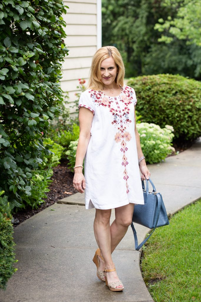 A boho chic tunic dress that is perfect for summer.