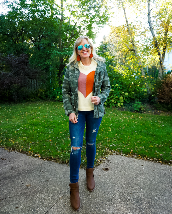 A cool casual camo look styled by Jill Gruber of Doused in Pink.
