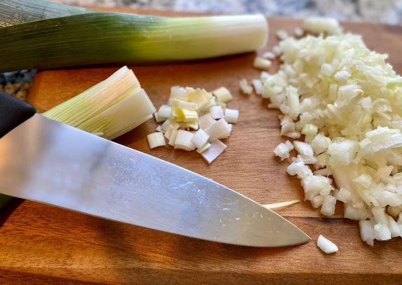 leeks-and-onions-vegan-potato-leek-soup-1024x727 Potato Leek Soup
