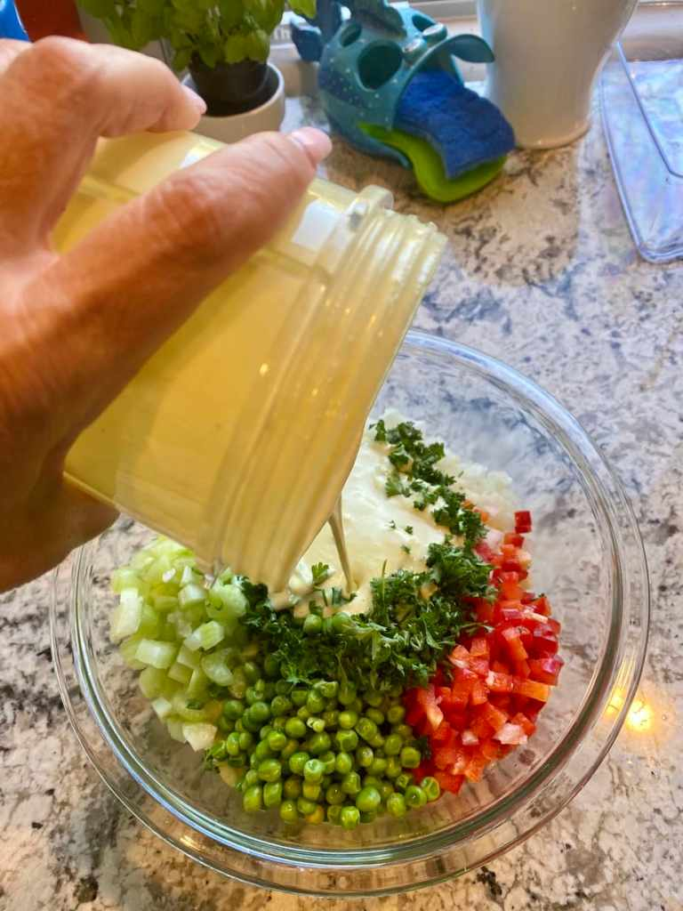 Add vegan dressing macaroni saladj