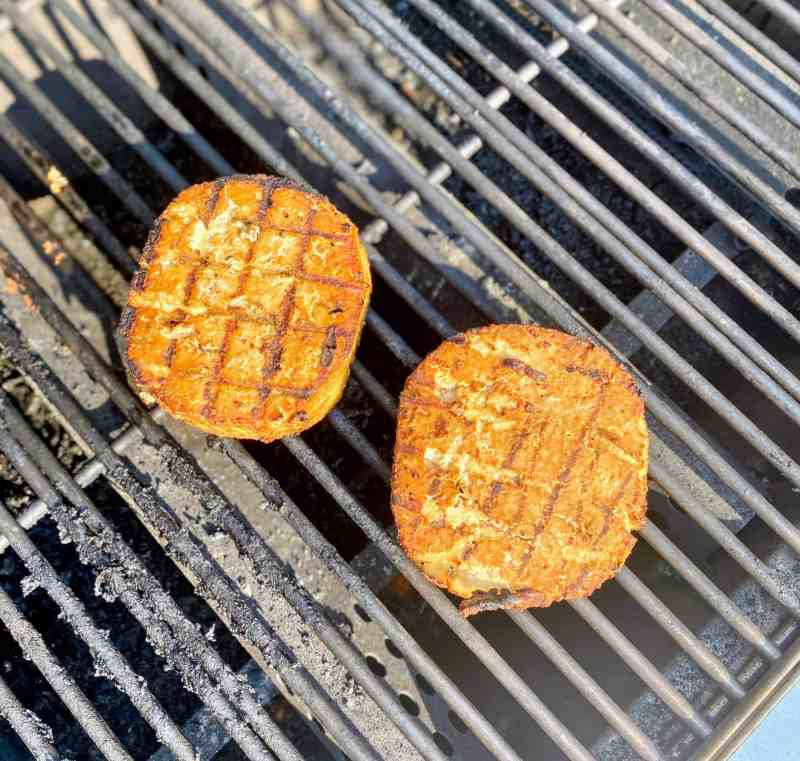 Grilling tofu burgers