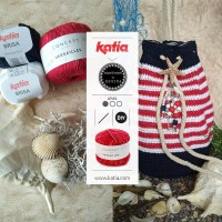 Crochet Duffle Bag with sailor stripes by Regina: Make a simple and practical navy-chic style backpack