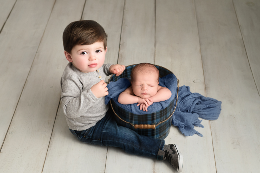 sibling photo at newborn session