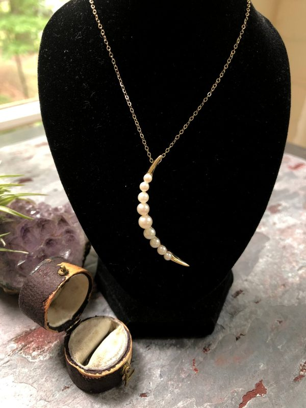 Vintage 14kt Yellow Gold Crescent Moon Cultured Pearl Pendant