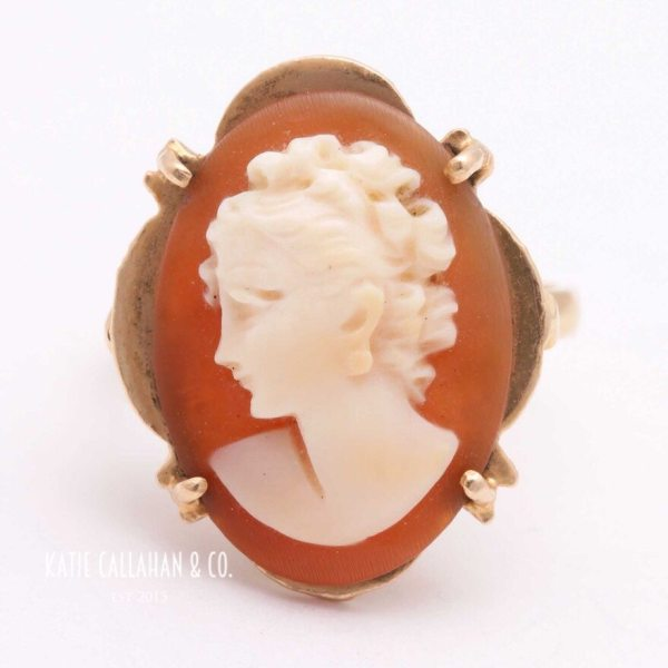 Helmet Shell 12kt Yellow Gold Cameo Ring (Vintage)