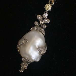 Outstanding Art Deco Seed Pearl Necklace with Baroque Pearl Drop (Vintage)