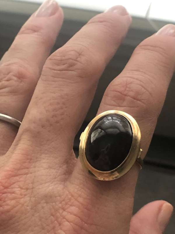 14kt Yellow Gold Oval Cabochon Garnet Ring (Vintage)