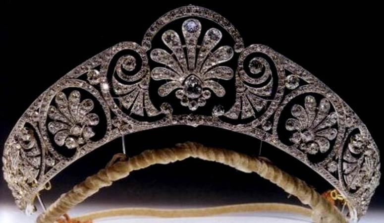 Royal British Tiaras: The Honeysuckle Tiara