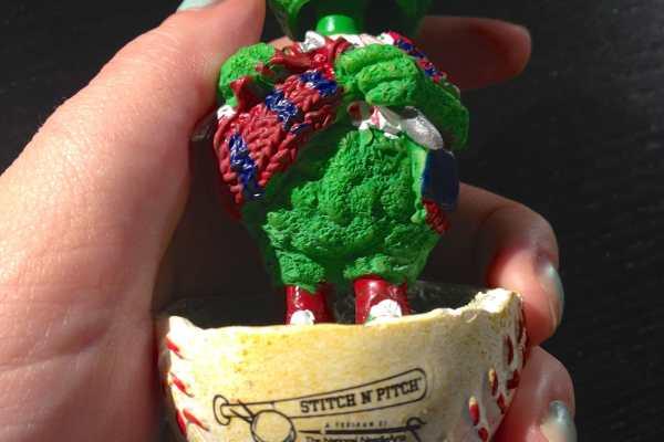 Stitch N' Pitch Phillies Game on Katie Crafts; https://www.katiecrafts.com