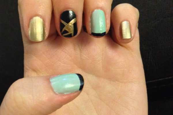 Nail Art Design: Navy, Mint & Gold by Katie Crafts; https://www.katiecrafts.comnavy-mint-gold-nails-slice