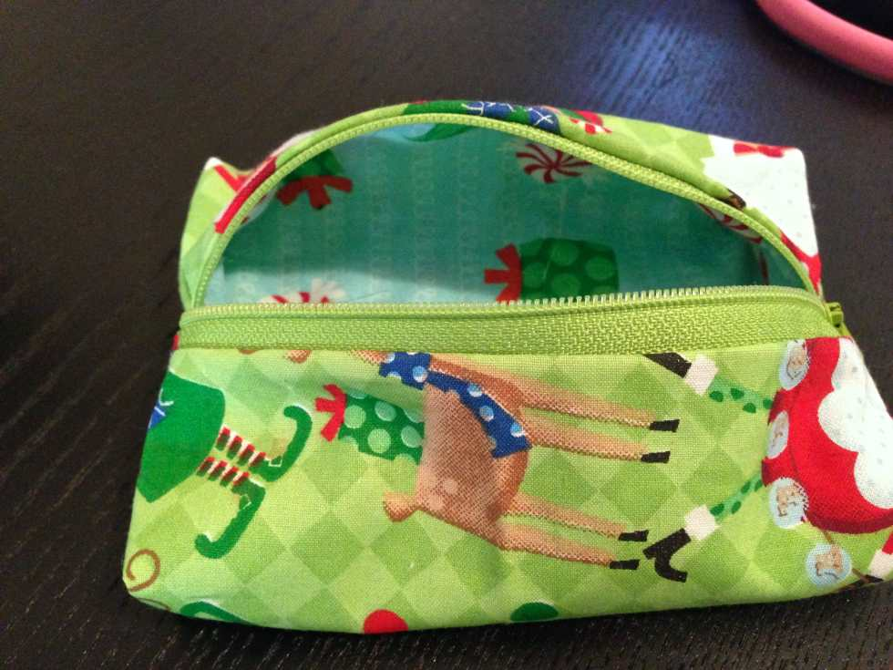 Third Day of Christmas: DIY Mini Makeup Bag Tutorial by Katie Crafts; http://www.katiecrafts.com