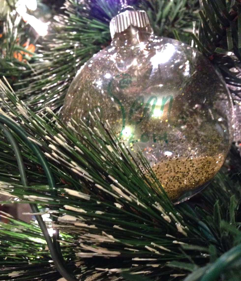Ninth Day of Christmas: Easy Glitter Ornament by Katie Crafts; http://www.katiecrafts.com
